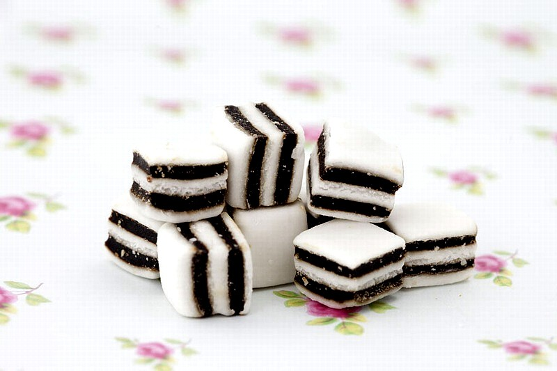 Black and white mints - 250g